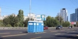 Марафон в Киеве: Коммунальщики забыли биотуалеты прямо посреди шоссе