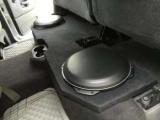 Автомобільний сабвуфер під сидіння