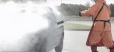 Появилось видео, как мойка буквально уничтожила Peugeot