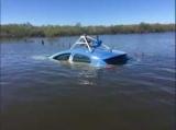 Водитель автомобиля Google Maps заблудился и заехал в реку