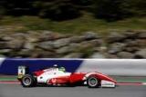 Сын Шумахера добыл четвертую подряд победу в чемпионате Формулы-3