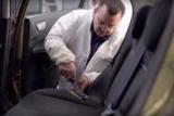 Ремонт обивки салона автомобиля: пошаговая инструкция, необходимые материалы, советы